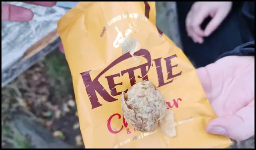 KETTLE Chips : చిప్స్ ప్యాకెట్లో 'ఆలుగడ్డ'.. కస్టమర్ షాక్!